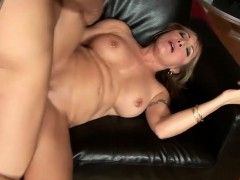 Curvy mature lady moans while having her amazing cunt slammed