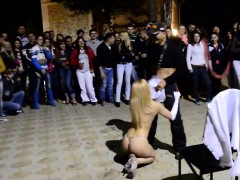 buxom-blonde-stripper-spreads-her-long-legs-and-gives-a-lap