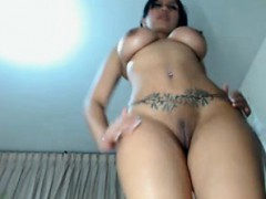 beautiful-latina-girl-with-perfect-body-rubbing-pussy-webcam