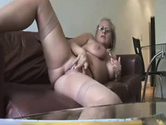 Hot Mature Showing And Fingering Jeremy From 1fuckdatecom
