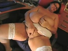 bbw-mature-sandra-rubbing-one-out-lakesha-from-1fuckdatecom