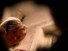 spying-mom-in-toilet-anita
