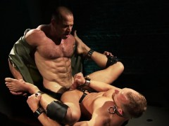 fetish-muscly-hunk-cums