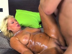 rich-granny-gets-an-oily-fucking