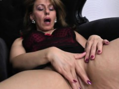 lovely-housewife-ma-getting-wet-by-tifany-from-1fuckdatecom