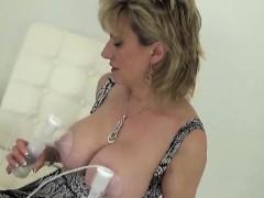 unfaithful-uk-mature-lady-sonia-displays-her-huge-balloons