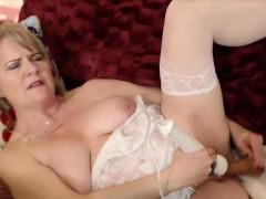 horny-milf-catherinexx-with-hairy-wet-pussy-alivegirl