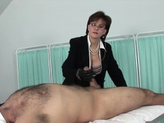Unfaithful English Milf Lady Sonia Shows Off Her Enormous Kn