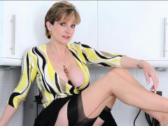 unfaithful-english-mature-lady-sonia-shows-off-her-enormous