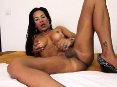busty-shemale-milf-aline-ganzarolli-plays-with-herself