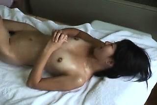 豪華な東洋可愛い娘は、彼女のセクシーな体を、贈られたAに引き渡す-3265478-ポルノ屋