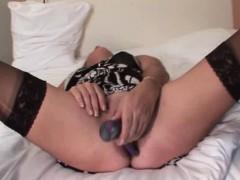Mature Hottie Vibing Her Cunt And Cumming