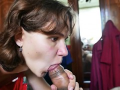 submissive-mumsy-gives-blowjob-lic-mazie