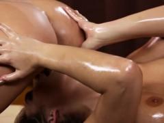 oily-scissoring-masseuse