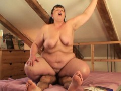 picked up chubby mature woman rides his dick