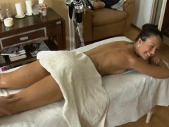 Agreeable Massagist Is Plowing Babe's Vagina Wildly