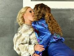 Bukkake Lesbians Fist In Front Of Gloryhole