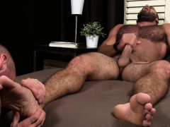 muscular-friends-involved-in-some-toe-and-feet-fetish