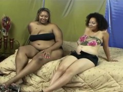 two-pregnant-ebony-lesbians-get-intimate-with-each-other