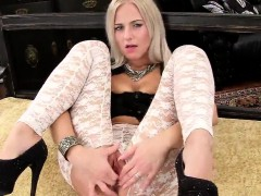 Sexy Czech Chick Stretches Her Spread Twat To The Extreme