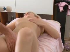 sexy-beauty-likes-perverted-massage-a-lot