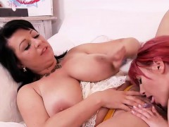two sexy hotties lick each other is muffs
