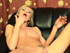 amanda shoves her fingers to her pussy WWW.ONSEXO.COM