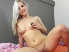 Pretty Hot Teen Cammodel Does Great Show