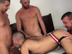 muscular-studs-in-bareback-foursome