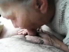 Pompino con ingoio per nonna sdentata