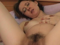 mature-babe-fills-up-her-ass-and-pussy