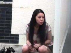 japanese-slut-urinating