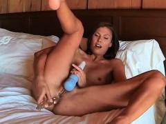 avia-sex-porn-mature-masturbating-two-toy