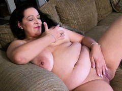 usawives-horny-chubby-grandma-toy-masturbation