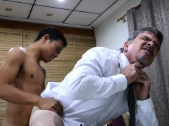 daddy-and-asian-twink-fck-bareback