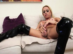 Sheshaft In Leather Boots Plays Solo