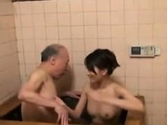 Aamazing Asian Amateur Takes A Shower