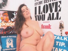 Hot Babe Toys her Pussy Until she Squirts