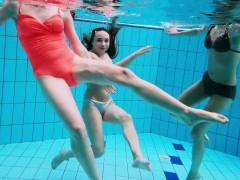 three-hot-horny-girls-swim-together