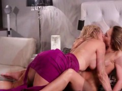 Horny Milf Brandi Loves Rubbing Pussy With Teen Carter