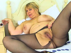 english-milf-alexa-fucks-her-matured-fanny-with-a-dildo