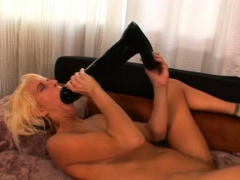 Blonde amateur feeds her pink pussy a humongous dildo