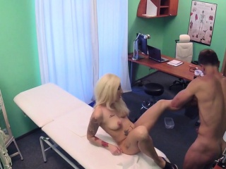 Tattooed slut fucked good in hospital