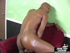 muusle-black-guy-shows-his-tight-ass