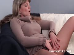 mature-whore-teasing-her-pussy