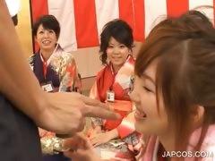 japanese-geisha-gets-mouth-fingered