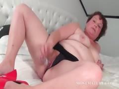 mature-slut-pleasuring-her-pussy-in-bed