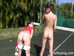 group-of-girls-lesbosex-on-tennis-court