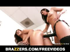 alyssa-reece-s-doctor-checkup-turns-into-a-lesbian-rub-down