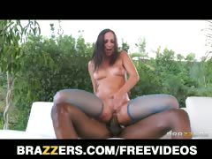 jada-stevens-twerks-her-oiled-up-booty-on-camera